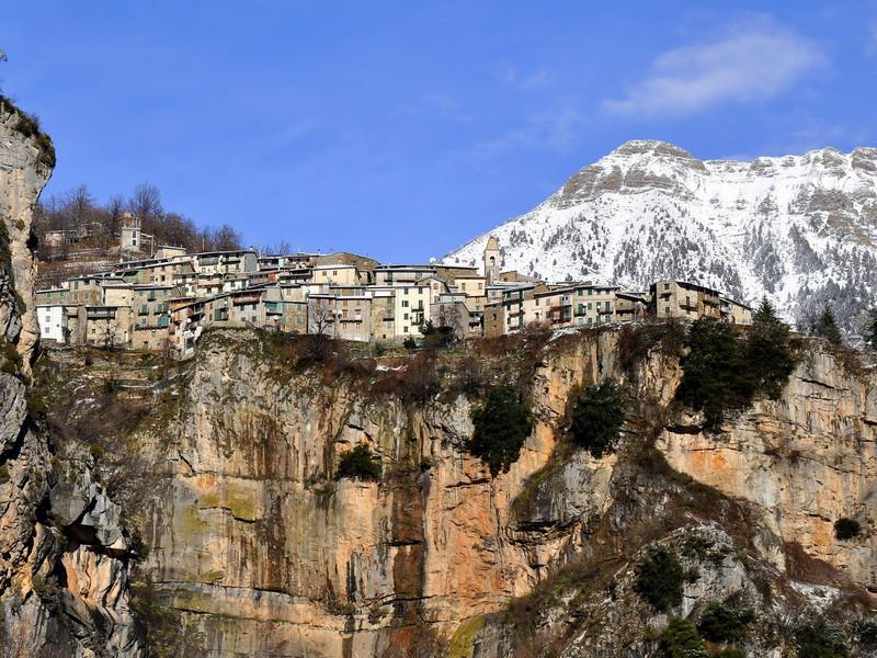 9 dicembre – Prima neve sulla rocca di Realdo
